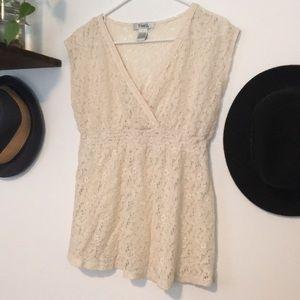 ☀️ Cream lace top